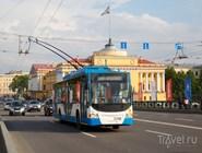 Троллейбус на Дворцовом мосту