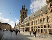Здание Палату суконщиков, в котором расположен  музей In Flanders Fields