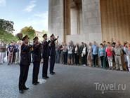Поминальная церемония у Мененских ворот