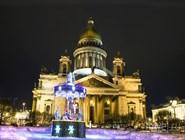 Новогодняя карусель перед Исаакиевским собором