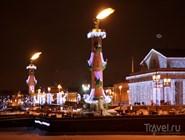 Ростральные колонны в новогоднюю ночь