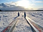 Катание на лыжах по льду озера
