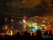 Новогодние фейерверки над Ялтой