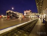 Вокзальная площадь и старинный локомотив