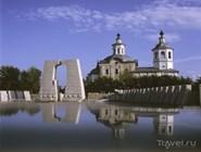 Памятник павшим в ВОВ и Богоявленский собор в Ишиме