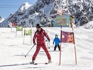 Обучение малышей горнолыжному катанию
