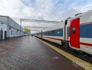 """Скоростной поезд """"Стриж"""" на платформе"""