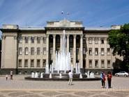 Фонтан у краснодарского парламента