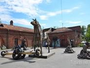 Выставка скульптур из мусора в Кронштадте