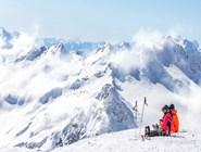 Лыжники на склонах Домбая