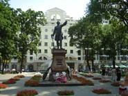 Памятник Петру Первому в Петровском сквере