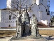 """Неоднозначно воспринятая ярославцами скульптура """"Троица"""""""