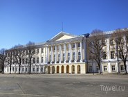В этом историческом здании сейчас располагается городская дума