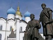 Памятник в Казанском кремле