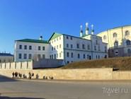 Братский корпус и Церковь Введения Пресвятой Богородицы Иоанно-Предтеченского монастыря