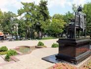 Перед памятником Пушкину установлен фонтан