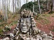 Скульптура у входа в Воронцовские пещеры