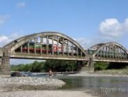 Вагоны поезда Москва - Сухум на мосту через р.Гумиста