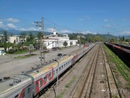 Поезд Москва-Сухум на ж/д вокзале Адлера