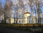 У Никольского собора в Мышкине