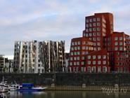 Здания Neuer Zollhof на набережной Рейна