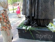 Фрагмент памятника Петру и Февронии Муромским