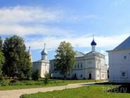 Вид на Троицкий собор с колокольней и церковь Похвалы Богоматери