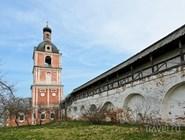 Стена и колокольня Горицкого монастыря