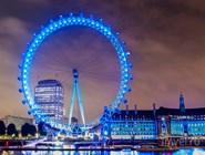 London Eye в вечернем освещении, вид с Темзы