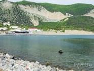 С одной стороны утришского полуострова всегда идеально спокойная вода