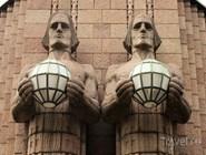 Знаменитые статуи на здании Rautatieasema