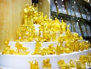 Золотые фигурки на Золотом рынке