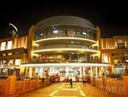 Один из входов в комплекс Dubai Mall