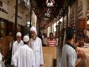 Посетители рынка специй в Дейре