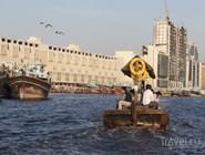 Традиционная арабская лодка в Дубайском заливе