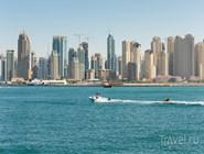 Вид на район Дубай-Марина с залива