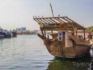 Деревянное рыболовецкое судно в Dubai Creek