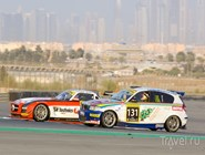 Участники 24-часовой гонки на автодроме Дубая
