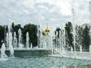 Вид на церковь на площади Советов