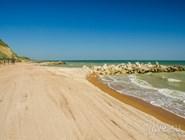 """Благоустроенный и чистый пляж пансионата """"Тиздар"""""""