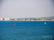 В центре Анапы работают зазывалы, которые приглашают туристов прокатиться на яхте
