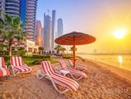 Рассвет над пляжем в Абу-Даби