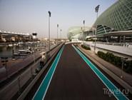 Yas Circuit Hotel - отель и трасса Формулы 1