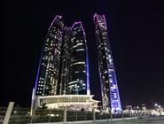 Ночная иллюминация Etihad Towers