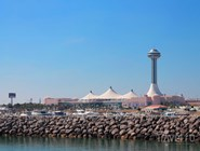 Marina Mall, вид с залива
