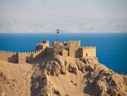 Крепость крестоносцев в Табе, на другой стороне - Иордания