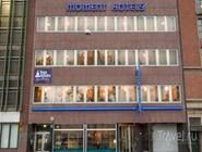 Здание Moment Hotels