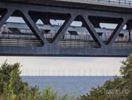 Поезд из Копенгагена следует в Мальмё через Эресуннский мост
