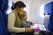 В самолете. // GettyImages