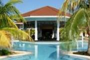 Бассейн с баром в отеле Royal Hideawey Ensenachos. // Уникум
